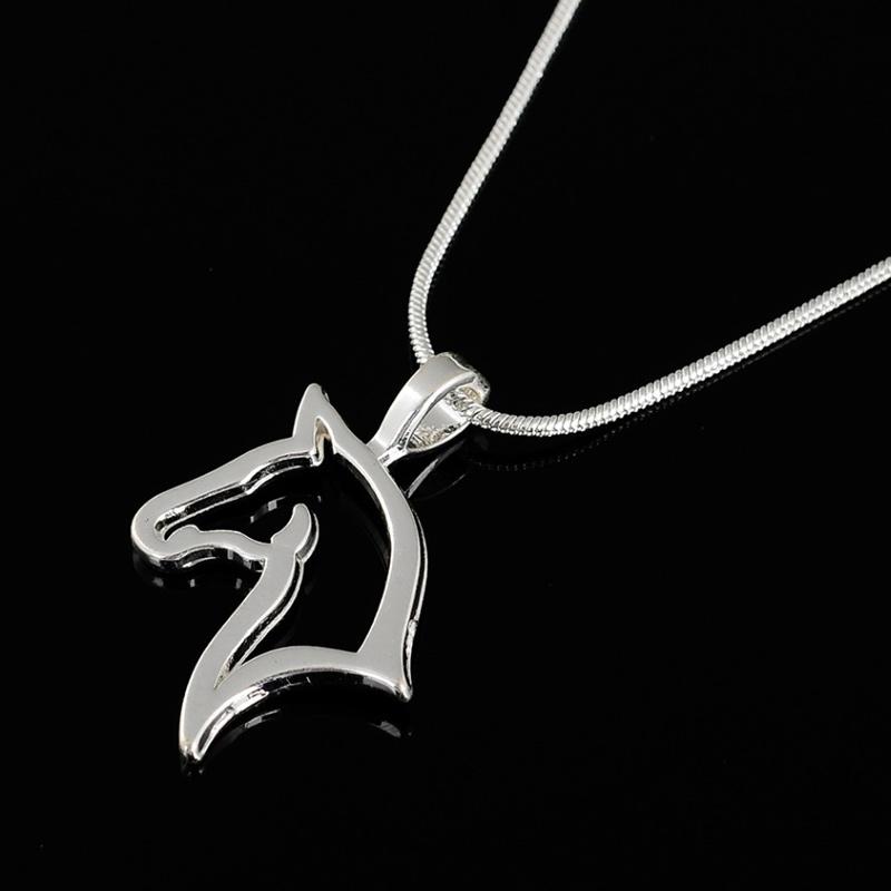 Horse head pendant necklace